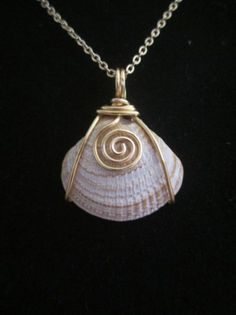 ... Beach Shell with a Curly .925