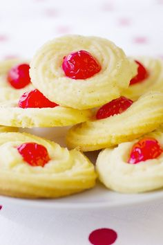 Kick Off Holiday Baking with the Easiest Shortbread Cookies recipe! Cookie Desserts, Just Desserts, Cookie Recipes, Delicious Desserts, Dessert Recipes, Yummy Food, Bar Recipes, Baking Recipes, Recipies