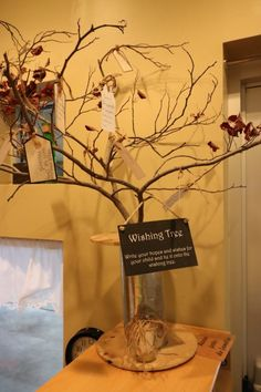 Steps to Creating a Hopes and Dreams Display Could change this into a Thankful tree for Thanksgiving! Hopes and Dreams Display Preschool Displays, Classroom Displays, Classroom Decor, Classroom Tree, Year 1 Classroom, Classroom Design, Classroom Organization, Classroom Management, Reggio Emilia Classroom