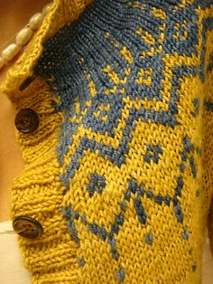 Build me up Buttercup Knit Sweater - Free Pattern - love mustard yellow and dove grey combo!
