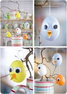 Enkla påskkycklingar - <br><i>Easy Easter Chicks</i> Plastic Easter Eggs, Easter Projects, Easter Crafts For Kids, Diy Ostern, Hoppy Easter, Easter Chick, Easter Tree, Egg Decorating, Deco Table