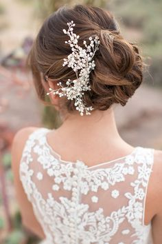 Pretty bun + lace back ~ Oasis in the Desert Wedding Inspiration ~ Allure Bridals, Amy and Jordan Photography, Encore Creative | bellethemagazine.com - atenção arranjo e coque!
