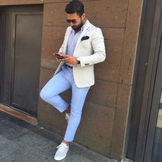 How to Wear Light Blue Chinos In Summer looks & outfits) Mens Casual Suits, Smart Casual Men, Mens Fashion Suits, Mens Suits, Men's Fashion, Casual Attire, Lifestyle Fashion, Fashion Trends, Outfit Hombre Formal
