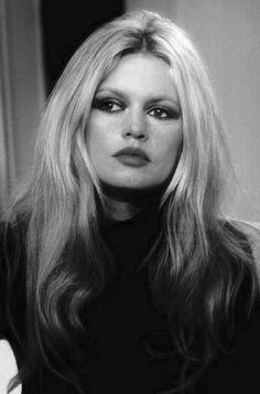 A Atriz Francesa, Atrizes, Maquiagem, Estrelas, Brigitte Bardot, Divas,  Cinema 91c1d72ae6
