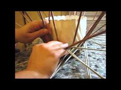 Weaving an oval lid of newspapers. Part 2. - YouTube