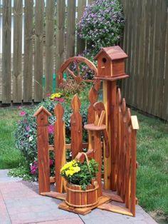 Corner Picket Fence Planter w/ Birdhouse - Amish Furniture Crafts