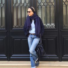 Blue on Blue.linda v wright Mature Fashion, Fashion Over 50, Timeless Fashion, All Jeans, Jeans Denim, Women's Summer Fashion, Autumn Fashion, Mode Ab 50, Denim Fashion