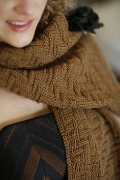Kinetic shawl/scarf by Norah Gaughan Free knitting Pattern Knitting Stitches, Knitting Patterns Free, Knitting Yarn, Free Knitting, Free Pattern, Knit Cowl, Knitted Shawls, Crochet Scarves, How To Purl Knit