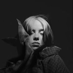 Billie Eilish, Black And White Photo Wall, Black And White Pictures, Dibujos Cute, Black And White Aesthetic, Polychromos, Celebs, Celebrities, Favorite Person