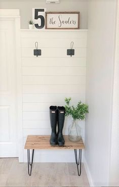Television is often the big black spot of the decoration in the living room.We often try by all means to hide or relegate it to a room dedicated to it. Foyers, Entryway Bench Storage, Small Entry Bench, Seat Storage, Entryway Hooks, Hallway Bench, Bench With Storage, Storage Organization, Storage Ideas