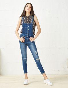 salopette jean super skinny medium blue - http://www.jennyfer.com/fr-fr/vetements/jeans/salopette-jean-super-skinny-medium-blue-10011298013.html
