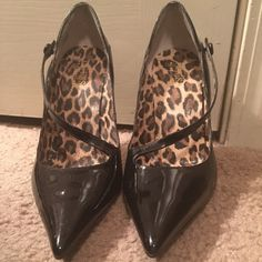 Heels Black Guess pointed toe heels! Only worn once! Guess Shoes Heels