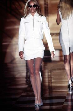 ATELIER VERSACE - Fall Winter 1995 1996 - Paris Fashion Week - Ritz Hotel, July 1995. - Amber Valletta