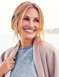 Is Julia Roberts Retiring From Hollywood For Good? Find Out What She Said That Has Everyone Freaking Out! Sophie Marceau, Romy Schneider, Julia Roberts Style, Beautiful Smile, Beautiful Women, Beautiful People, Meg Ryan, Actrices Hollywood, Dark Hair