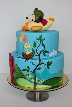 Snoopy & Woodstock Cake with beautiful detailing! We love and had to share! Great CakeDecorating!