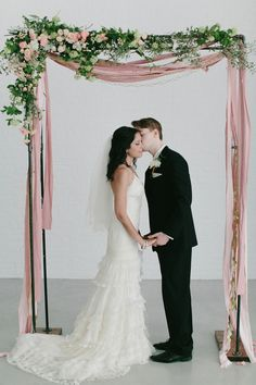 modern garden wedding with a pastel palette - photo by For the Love of It http://ruffledblog.com/modern-garden-wedding-with-a-pastel-palette