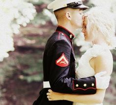 how can you not melt? what a wedding photo I want this