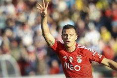 Lima regressa ao Brasil e afasta-se do Benfica
