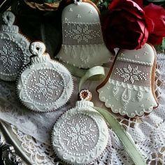 Amazing Christmas Cookies by Teri Pringles Wood Christmas Sugar Cookies, Christmas Gingerbread, Christmas Desserts, Christmas Baking, Gingerbread Cookies, Holiday Baking, Christmas Ornaments, Fancy Cookies, Iced Cookies