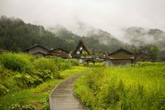 Filled with wooden houses and thatched roofs, this UNESCO listed village needs to be on every Japanese itinerary. Read on for our Shirakawago travel tips. Colonial House Exteriors, Rustic Houses Exterior, Japan Village, Village Houses, The Places Youll Go, Places To Visit, Cute Small Houses, Japan Honeymoon, Japanese Mountains