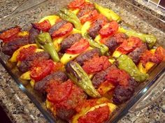İZMİR KÖFTE – gerçek bir İzmir Köfte yapmak istiyor ve lezzete lezzet katm… – Kolay yemekler – Las recetas más prácticas y fáciles Iftar, Meat Recipes, Cooking Recipes, Good Food, Yummy Food, Middle Eastern Recipes, Turkish Recipes, Mediterranean Recipes, Food And Drink