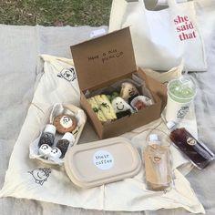 Comida Picnic, Picnic Date, Summer Picnic, Beach Picnic, Think Food, Tasty, Yummy Food, Cafe Food, Aesthetic Food