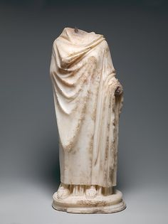 Marble statuette of a woman
