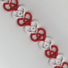 L. Shelby: Tiny Hearts Friendship Bracelet, smooth version (no picots) - free pattern #tatting #heart #jewelry