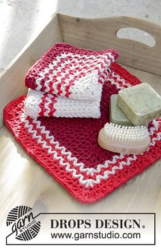 Crochet cloths with stripes for Christmas in DROPS Paris. Free pattern by DROPS Design. Knitting Patterns Free, Free Knitting, Free Pattern, Crochet Patterns, Drops Design, Crochet Kitchen, Crochet Home, Crochet Gratis, Free Crochet