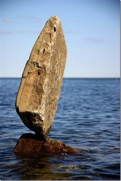 Rock-balancing_photographer-Peter-Riedel