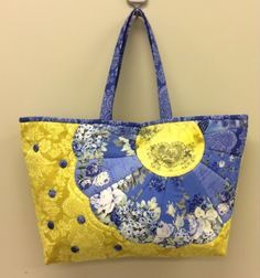 Flower Tote Bag Tutorial from Quilt Gate Handmade Handbags & Accessories - http://amzn.to/2iLR27v