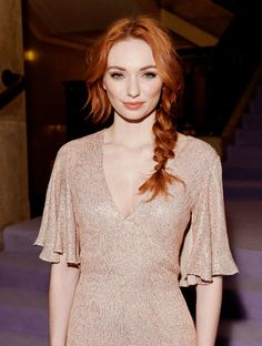 Eleanor Tomlinson attends the Temperley London FW 17 Fashion Show on February 2017 in London, England. Redhead Fashion, Redhead Girl, Redhead Hairstyles, Eleanor Tomlinson, Girls With Red Hair, Gorgeous Redhead, Hair Shows, Strawberry Blonde, Ginger Hair