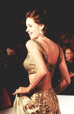 Bollywood Snapped  ... Watch Bollywood Entertainment on your mobile FREE : http://www.amazon.com/gp/mas/dl/android?asin=B00FO0JHRI