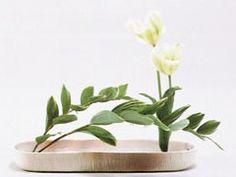 ikebana ; ensyu Candle Arrangements, Ikebana Flower Arrangement, Ikebana Arrangements, Beautiful Flower Arrangements, Most Beautiful Flowers, Floral Arrangements, Japanese Floral Design, Japanese Flowers, Ancient Japanese Art