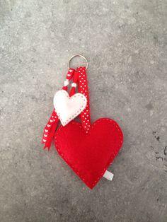 Felt Crafts, Diy And Crafts, Felt Keychain, Christmas Crafts, Christmas Ornaments, Parasol, Felt Toys, Felt Art, Handmade Decorations