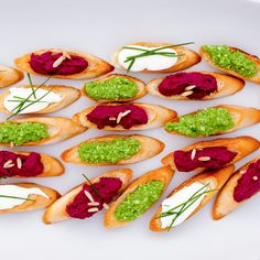 Starters - Colourful pestos with crostini Caprese Salad, Bruschetta, Starters, Avocado Toast, Breakfast, Ethnic Recipes, Food, Breakfast Cafe, Essen