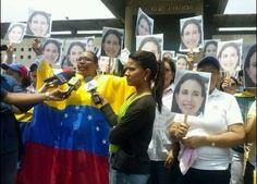 Mujeres de Anzoátegui se concentran en el Palacio de Justicia en apoyo a María Corina Machado