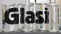 Glasi Schriftzug auf Glaszylinder