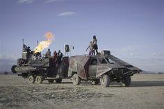 Image: Armored vehicle with a massive flamethrower (© Scott London, http://www.scottlondon.com/burningman)