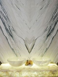 Stunning back lit white Onyx, picture from Lapicida.