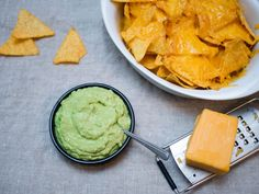[Homemade] Guacamole and nachos with melted red cheddar cheese Low Carb Dinner Recipes, Gourmet Recipes, Healthy Recipes, Cheese Recipes, Cooking Recipes, Nachos, Avocado Dip, Homemade Guacamole, Food 52