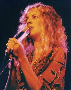 Stevie   ~ ☆♥❤♥☆ ~   the beautiful Queen of Rock onstage, bewitching the audience
