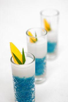 Thai Dessert, Dessert Drinks, Dessert Recipes, Desserts In A Glass, Cute Desserts, Pandan Cake, Natural Food Coloring, Sweet Bakery, Blue Food