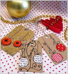 Envie d'étiquettes home-made pour agrémenter/personnaliser vos cadeaux de Noël ? Voilà peut-être une idée... Etiquettes-cadeau pour Noël,...