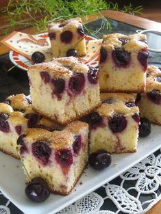 Yogurt cake with sour cherries No Cook Desserts, Vegan Desserts, Dessert Recipes, Healthy Dinner Recipes, Cooking Recipes, Vegan Challenge, Yogurt Cake, Romanian Food, Vegan Meal Prep