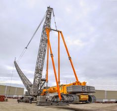 Liebherr - LR 1600/2 with LTR 1220 as counterweight during erection