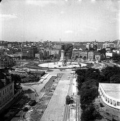 Avenida Fontes Pereira de Melo - Obras do Metro de Lisboa, 1959 Nostalgic Pictures, Back In The Day, Portuguese, Old Photos, Paris Skyline, The Past, The Incredibles, Black And White, Landscape