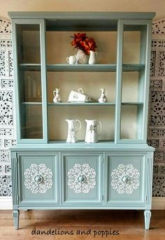ideas for painting furniture ideas hutch china cabinet makeovers Chalk Paint Furniture, Furniture Projects, Furniture Makeover, Home Furniture, Furniture Design, Vintage China Cabinets, Painted China Cabinets, Old Cabinets, Kitchen Cabinets