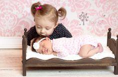 newborn and sibling photography | Newborn Sibling Photography Pose- SO CUTE!!! | Photography