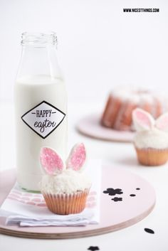 Easter Table Setting Idea: Bunny Cupcakes